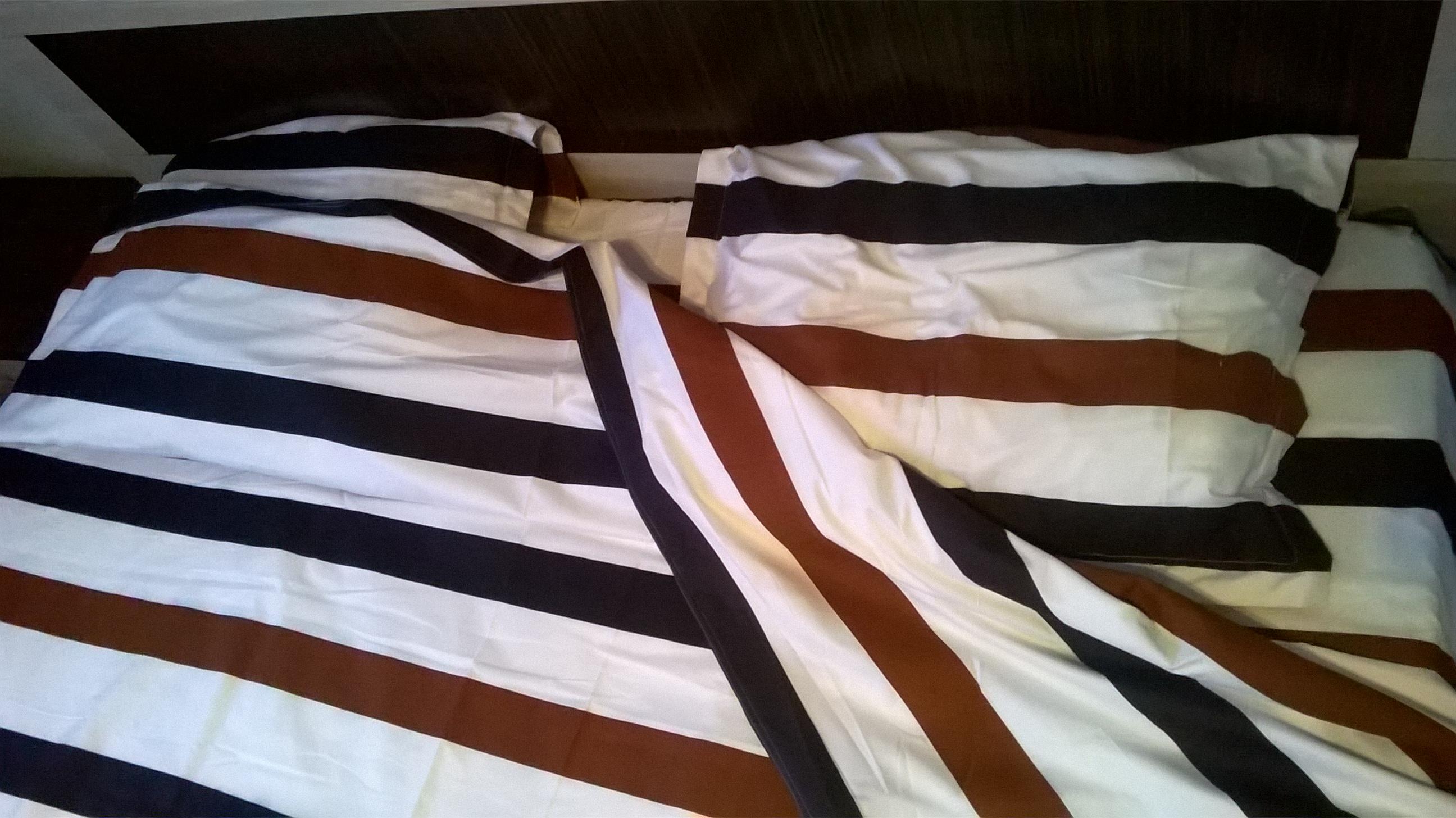 lenjerie de pat cu linii orizontale