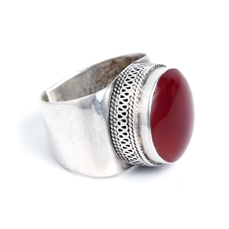 inel argint cu piatra rosie