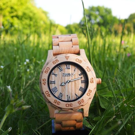 Ceasurile din lemn- un nou trend in moda accesoriilor [P]