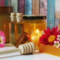 Demachierea tenului acneic folosind produse naturale