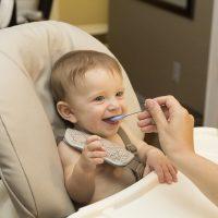 Alegerea celui mai bun scaun de masă pentru bebeluși