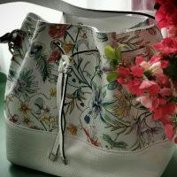 """Geanta bucket tip sac cu model floral merge """"snur"""" vara asta!"""